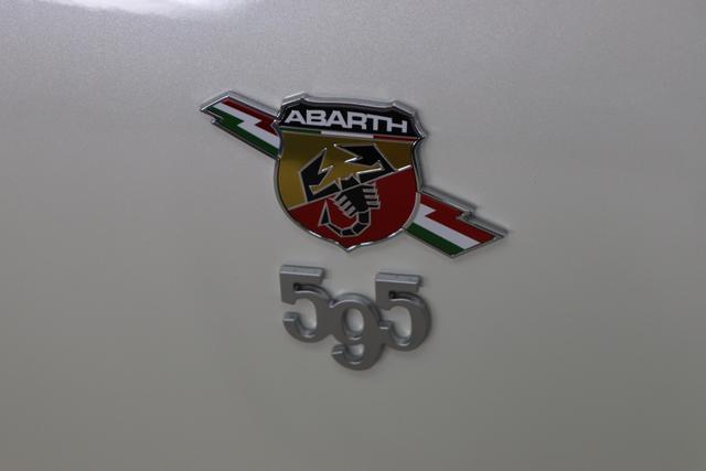 595 Competizione 1.4 T-Jet (180PS) E6D 227 - Iridato Weiß 402 - Integral-Sportsitze Leder Schwarz (Teilflächen in Lederoptik) 06P, 230, 505, 5YN, 61P, 626, 6GD, 732, 83Y, 9SV