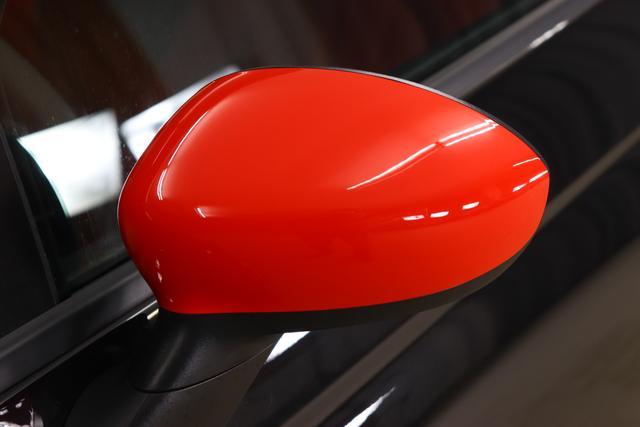 """595 Competizione 1.4 T-Jet (180PS) E6D Re da. 27.11. 876 - Scorpione Schwarz (Metallic-Lackierung) 401 - Integral-Sportsitze Leder Rot/Schwarz (Teilflächen in Lederoptik) """"06P CITY PAKET 230 Bi-Xenon Scheinwerfer 505 Kopfairbags vorne 5CE 876 - Scorpione Schwarz 5HI Kit Estetico Rot 5YN 17"""""""" Leichtmetallfelgen Design """"Formula"""" 14-Speichen Finish Titan 626, 6GD Radioantenne im hinteren Seitenfenster 727 Integral-Sportsitze Leder Rot 9SV Gutschrift Bmc Sportluftfilter Und Tankdeckel Aus Aluminium"""""""