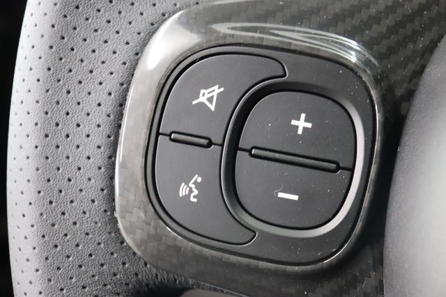 """595C Competizione 1.4 T-Jet (180PS) E6D Re da. 27.11. 876 - Scorpione Schwarz (Metallic-Lackierung) 495 - Integral-Sportsitze Leder Braun/Schwarz (Teilflächen in Lederoptik), Verdeck Schwarz """"06P CITY PAKET 230 Bi-Xenon Scheinwerfer 4YG Beats® Audio Soundsystem 505 Kopfairbags vorne 5CE 876 - Scorpione Schwarz 5HI kit Rot 5YN 17"""""""" Leichtmetallfelgen Design """"Formula"""" 14-Speichen Finish Titan 626, 727 Leder Braun 9SV Gutschrift Bmc Sportluftfilter Und Tankdeckel Aus Aluminium"""""""