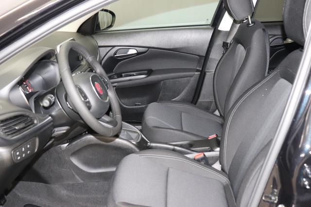 """Fiat Tipo SW EASY 1,4 95PS E6D """"718 5CD Schwarz """" 519 """"SONDERAUSSTATTUNG: 7QC Uconnect™ NAV Navigationssystem mit Europarkarte und digitalem Audioempfang DAB 8EW Uconnect™ LINK (Smartphone Mirroring via Apple Car Play² und Android 508 PDC hinten 097 Nebelscheinwerfer 1M1 Alufelgen 16 Zoll 416 Tempomat 452 beheizte Sitze vorne 0WA Rücksitzbank mit Flip&Fold-System, herausziehbares Sitzkissen 140 Klimaautomatik 070 Fensterscheiben hinten, getönt 041 Außenspiegel, elektrisch verstell- und beheizbar"""""""