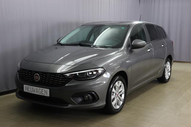 """Fiat Tipo Kombi Lounge Sie sparen 7.500 Euro 1,4 Navigationssystem, DAB, MJ 2020, Klimaautomatik, Apple CarPlay und Android, Sitzheizung vorn, 16""""-LM, Tagfahrlicht, Nebelscheinwerfer, Rücksitzbank mit Flip&Fold-System uvm."""