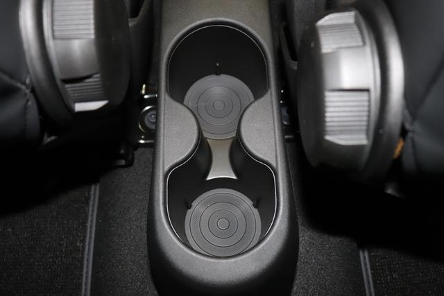 """595 MY20-Competizione 1.4 T-Jet 132 KW (180PS) E6D Final 708 - Asfalto Grau402 - Integral-Sportsitze Leder Schwarz (Teilflächen in Lederoptik)""""15Z 16A Sport Style Black/Tabacco Paket 3KP, 400 SkyDome 410 Innenspiegel autom. abblendend 4YG Beats® Audio Soundsystem 505 Kopfairbags vorne 508 Parksensoren hinten Einparkhilfe hinten 626, 665 Raucher Paket 6WW Kit Estetico Grau matt 802 Sonderlackierung Asfalto Grau Matt 83Y """"Brembo®"""" Schwarz lackiert 9SV Gutschrift Bmc Sportluftfilter Und Tankdeckel Aus Aluminium"""""""
