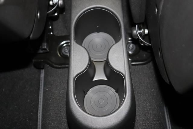 """595 Competizione 1.4 T-Jet 132 KW (180PS) MY20890/0Q0 Campovolo Grau DACH UND SPOILER IN SCHWARZ 583 - Rennsport Schalensitze """"Sabelt® GT"""" Stoff Schwarz/Grau kein Estetico in schwarz C.L. """"06P Urban Paket 83Y """"Brembo®"""" Schwarz lackiert 6GD Radioantenne im hinteren Seitenfenster 4YG Beats® Audio Soundsystem 230 Bi-Xeno 505 Kopfairbags vorne"""""""