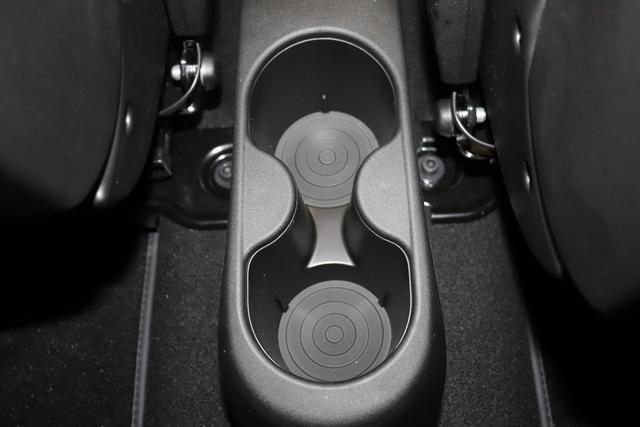 """595 Competizione 1.4 T-Jet 132 KW (180PS) MY20 176 - Abarth Rot 583 - Rennsport Schalensitze """"Sabelt® GT"""" Stoff Schwarz/Grau """"06P Urban Paket 6GD Radioantenne im hinteren Seitenfenster 5HN Kit Estetico Schwarz 4YG Beats® Audio Soundsystem 230 Bi-Xeno 505 Kopfairbags vorne"""""""
