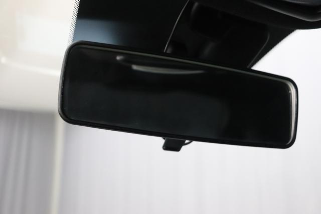 """595 Competizione 1.4 T-Jet 132 KW (180PS) MY20 268/5CA Gara Weiß 402 Ledersportsitze Schwarz (Hochwertige Lederoptik, Teilflächen in Lederoptik) """"06P Urban Paket 6GD Radioantenne im hinteren Seitenfenster 5HI Kit Estetico Rot 4YG Beats® Audio Soundsystem 230 Bi-Xeno 505 Kopfairbags vorne"""""""