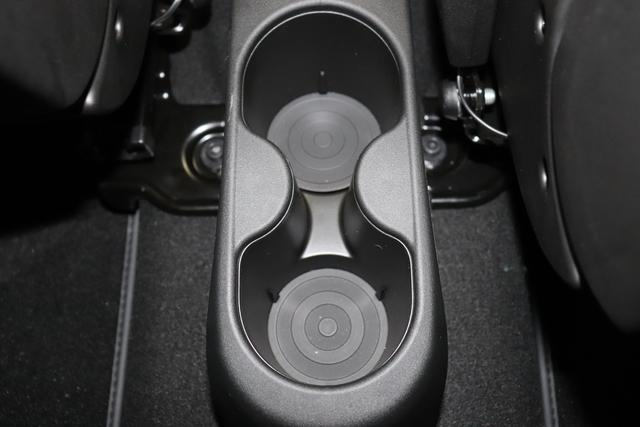 """""""595 MY20-Competizione 1.4 T-Jet 132 KW (180PS) Motordaten mit WLTP eingetragen Final"""" 708 - Asfalto Grau 583 - Rennsport Schalensitze """"Sabelt® GT"""" Stoff Schwarz/Grau """"06P CITY PAKET 230 Bi-xenon Scheinwerfer 4YG Beats® Audio Soundsystem 5HN Kit Estetico schwarz 6GD Radioantenne im hinteren Seitenfenster 6U9 Schutz Lack Matt-Schwarz 802 708 - Asfalto Grau 9SV Gutschrift Bmc Sportluftfilter Und Tankdeckel Aus Aluminium"""""""