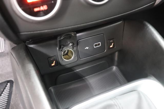 """Fiat Tipo SW Lounge 1,4 120PS E6D 5TÜRIG 612 Maestro Grau 645 Dunkle Farben mit Einsätzen in Schwarz und Doppelnaht """"SONDERAUSSTATTUNG: 070 Getönte Scheiben, hinten 452 Sitzheizung vorne 55E 17"""""""" Leichtmetallfelgen 5C5 Sicht Paket: Licht- und Regensensor, Automatisch abblendender Innenspiegel 612 Maestro Grau Metallic 58E Geschwindigkeitsbegrenzer 8EW Uconnect LINK (Apple CarPlay und Android Auto) 40Y Lordosenstütze, elektrisch für den Fahrersitz 508 Rückfahrkamera, Parksensoren hinten 7QC Uconnect 7"""""""" NAV mit Europakarte und digitalem Audioempfang DAB+"""""""