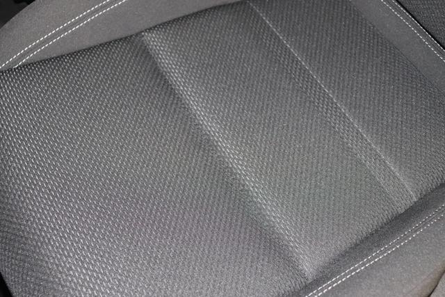 """Fiat Tipo SW Lounge 1,4 120PS E6D 5TÜRIG 717 Mediterraneo Blau 645 Dunkle Farben mit Einsätzen in Schwarz und Doppelnaht """"SONDERAUSSTATTUNG: 070 Getönte Scheiben, hinten 452 Sitzheizung vorne 55E 17"""""""" Leichtmetallfelgen 5C5 Sicht Paket: Licht- und Regensensor, Automatisch abblendender Innenspiegel 717 Mediterraneo Blau 58E Geschwindigkeitsbegrenzer 8EW Uconnect LINK (Apple CarPlay und Android Auto) 40Y Lordosenstütze, elektrisch für den Fahrersitz 508 Rückfahrkamera, Parksensoren hinten 7QC Uconnect 7"""""""" NAV mit Europakarte und digitalem Audioempfang DAB+"""""""