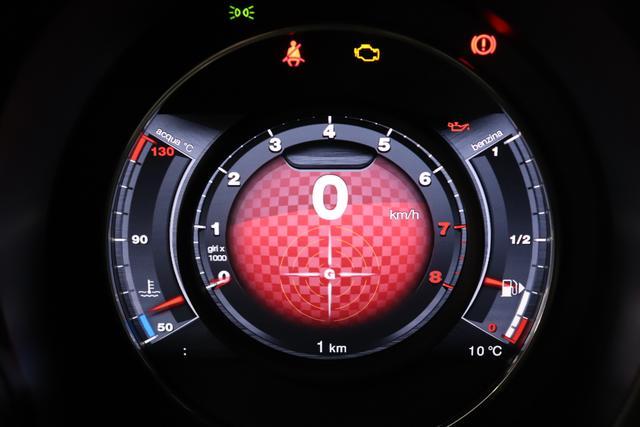 """""""595C Competizione 1.4 T-Jet (180PS) Euro 6AB Final Motordaten mit WLTP eingetragen Final"""" 876 - Scorpione Schwarz (Metallic-Lackierung) 499 - Integral-Sportsitze Leder Rot/Schwarz (Teilflächen in Lederoptik), Verdeck Schwarz """"06P CITY PAKET 230 Bi-Xenon Scheinwerfer 4YG Beats® Audio Soundsystem 505 Kopfairbags vorne 5CE 876- Scorpione Schwarz 5YN 17"""""""" Leichtmetallfelgen Design """"Formula"""" 14-Speichen Finish Titan 5HI Kit Rot 626 Verstellbarer Sitz 727 Leder Rot 9SV Gutschrift Bmc Sportluftfilter Und Tankdeckel Aus Aluminium"""""""