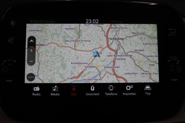 """500C DOLCEVITA 51kW (69PS) Modell 2020 -- Serie 8 268 - Gelato Weiß """"580 Leder Elfenbein mit roten Paspeln Ambiente Elfenbein, Armaturenbrett Holz Verdeck Blau/Weiß"""" """"06P City Paket 1J7 Chrom Paket 1M1 16"""""""" Leichtmetallfelgen 1Q4 Dolcevita Plus Paket 140 Klimaautomatik 5CA Gelato Weiß 7QC Uconnect Navigationssystem mit Europakarte, 7""""""""-HD Touchscreen, Radio, Bluetooth, Freisprecheinrichtung, USB, DAB+ und 6 Lautsprecher"""""""