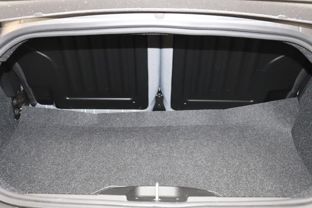 """500C 1.0 GSE Hybrid Lounge Serie 8 51kW (69PS) 695 - Pompei Grau """"684 Stoff Prince of Wales Schwarz/Weiß/Elfenbein Ambiente Elfenbein Verdeck Elfenbein"""" """"05F Spezifischer Front-Grill 06P Tech Paket; Parksensoren hinten, Licht&Regensensor 097 Nebelscheinwerfer 140 Klimaautomatik 396 Fußmatten 5DP Pompei Grau 626 Verstellbarer Sitz 7QC Uconnect™ Navigationssystem Mit Europakarte Und 7""""""""-hd-touchs """""""