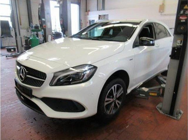 Mercedes-Benz A-Klasse - A 200 d AMG Sport Night LED Navi DAB SHZ Einpark