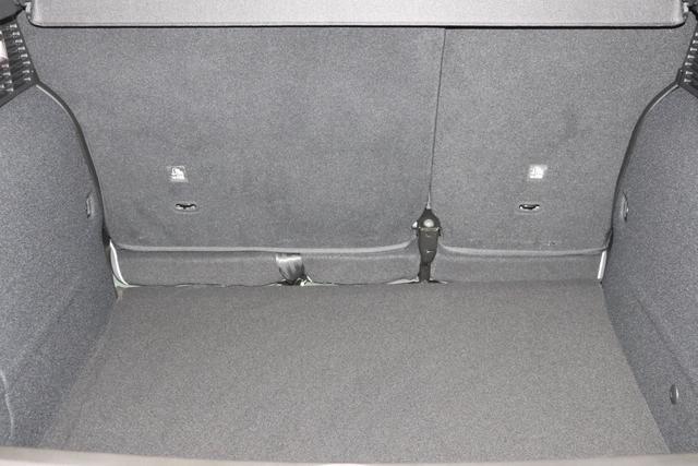 """500X City Cross 1.3 Automatik 150PS019 Techno Grün 35 Stoff Weiß/Grau """"SONDERAUSSTATTUNG: 4JA Spurhalteassistent 511 Dritte Kopfstütze hinten 734 Verzurrhaken Ladekante 499 Reifenreparaturkit mit Reifenfüllmittel und Kompressor GNC Sonnenblende mit Beleuchtung """""""