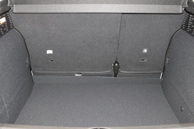 """500X City Cross 1.3 Automatik 150PS231 Cappuccino Beige 35 Stoff schwarz """"SONDERAUSSTATTUNG: 4JA Spurhalteassistent 511 Dritte Kopfstütze hinten 734 Verzurrhaken Ladekante 499 Reifenreparaturkit mit Reifenfüllmittel und Kompressor GNC Sonnenblende mit Beleuchtung """""""