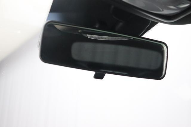 """1.0 GSE N3 500C Cabrio Star BSG Hybrid 6GANG 268 Weiß """"073 Stoff """"Star"""" Schwarz mit Einsatz Weiß / AMBIENT SCHWARZ / Farbe Türeinsatz Weiß Farbe Armaturenbrett Bordeaux Matt Verdeckfarbe GRAU """" """"140 Klimaautomatik 7QC Uconnect™ NAV Navigationssystem mit Europarkarte und digitalem Audioempfang DAB 347 Licht und Regensensor 396 Fußmatten Velour vorne sind drin ! 4VU Lederschaltknauf 070 Fensterscheiben hinten, getönt 925 Windschott (nur für 5ooC) 1LR 16 Zoll mit 12 Doppelspeichen 4GF 7 Zoll TFT Display 097 Nebelscheinwerfer 508 PDC hinten 665 Raucher Paket"""""""
