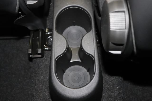 """1.0 GSE N3 500C Cabrio Star BSG Hybrid 6GANG Re 6.4. bez. 23.4. 866 Opera Bordeaux Metallic """"641 Stoff """"Star"""" Weiß mit Einsatz Schwarz / AMBIENTE SCHWARZ / Farbe Türeinsatz Weiß Farbe Armaturenbrett Perla Sandweiß Verdeckfarbe GRAU """" """"140 Klimaautomatik 7QC Uconnect™ NAV Navigationssystem mit Europarkarte und digitalem Audioempfang DAB 347 Licht und Regensensor 396 Fußmatten Velour vorne sind drin ! 4VU Lederschaltknauf 070 Fensterscheiben hinten, getönt 925 Windschott (nur für 5ooC) 1LR 16 Zoll mit 12 Doppelspeichen 4GF 7 Zoll TFT Display 097 Nebelscheinwerfer 508 PDC hinten"""""""