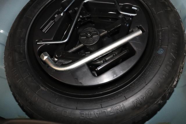 """1.0 GSE N3 500C Cabrio Star BSG Hybrid 6GANG Re 6.4. bez. 23.4. 687 Dipinto di Blu Blau """"636 Stoff """"Star"""" Weiss mit Einsätzen in Schwarz AMBIENTE SCHWARZ Farbe Türeinsatz Weiß Farbe Armaturenbrett Perla Sandweiß Verdeckfarbe Schwarz"""" """"140 Klimaautomatik 7QC Uconnect™ NAV Navigationssystem mit Europarkarte und digitalem Audioempfang DAB 347 Licht und Regensensor 396 Fußmatten Velour vorne sind drin ! 4VU Lederschaltknauf 070 Fensterscheiben hinten, getönt 925 Windschott (nur für 5ooC) 1LR 16 Zoll mit 12 Doppelspeichen 4GF 7 Zoll TFT Display 097 Nebelscheinwerfer 508 PDC hinten 665 Raucher Paket"""""""