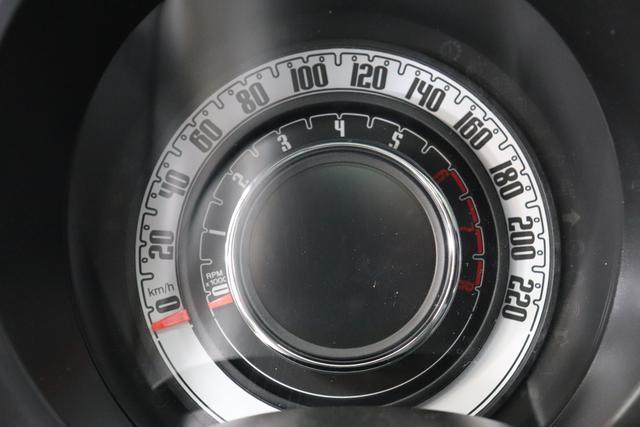 """1.0 GSE N3 500 Lounge BSG Hybrid 6GANG 372 Colosseo Grau 030 Stoff Prince of Wales Schwarz-Grau-Weiß/ Ambiente Schwarz / Farbe Türeinsatz Schwarz / Farben Armaturenbrett Wagenfarbe """"4MQ Sport Chrome line Lounge (Verchromte Seitenscheibenverkleidungen, verchromtes Auspuffende, verchromte Türgriffverkleidung, verchromte Stoßfängereinsätze, verchromtes Schaltzubehör) 803 Notrad 097 Nebelscheinwerfer 4M5 Seitenschutzleisten in Wagenfarbe inklusive Badges 665 Raucherpaket 06Q COMFORT PAKET (Rückbank mit geteilt umlegbarer Rückenlehne (50:50) + höhenverstellbarer Fahrersitz + Tasche auf der Rückseite des Beifahrersitzes + Fußmatten (2 Stück vorne) 05F Lounge Kit - Chromspange um den Kühlergrill + Stoffsitze """"Prince of Wales"""" mit Einsätzen aus Viny 508 Parksensoren hinten 347 Licht und Regensensor 400 SkyDome 140 Klimaautomatik 7QC Uconnect™ NAV Navigationssystem mit Europarkarte und digitalem Audioempfang DAB"""""""