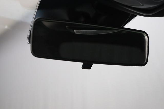 """1.0 GSE N3 500C Cabrio Star BSG Hybrid 6GANG Re 6.4. 876 Vesuvio Schwarz """"626 Stoff """"Star"""" mit Einsätzen aus Vinyl Weiss mit Einsätzen in Schwarz AMBIENTE SCHWARZ Farbe Türeinsatz Weiß Farbe Armaturenbrett Perla Sandweiß Verdeckfarbe Rot"""" """"140 Klimaautomatik 7QC Uconnect™ NAV Navigationssystem mit Europarkarte und digitalem Audioempfang DAB 347 Licht und Regensensor 396 Fußmatten Velour vorne sind drin ! 4VU Lederschaltknauf 070 Fensterscheiben hinten, getönt 925 Windschott (nur für 5ooC) 1LR 16 Zoll mit 12 Doppelspeichen 4GF 7 Zoll TFT Display 097 Nebelscheinwerfer 508 PDC hinten 665 Raucher Paket"""""""