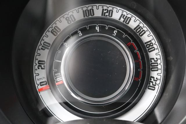 """1.0 GSE N3 500 Lounge BSG Hybrid 6GANG 695 Pompei Grau 030 Stoff Prince of Wales Schwarz-Grau-Weiß/ Ambiente Schwarz / Farbe Türeinsatz Schwarz / Farben Armaturenbrett Wagenfarbe """"4MQ Sport Chrome line Lounge (Verchromte Seitenscheibenverkleidungen, verchromtes Auspuffende, verchromte Türgriffverkleidung, verchromte Stoßfängereinsätze, verchromtes Schaltzubehör) 803 Notrad 097 Nebelscheinwerfer 4M5 Seitenschutzleisten in Wagenfarbe inklusive Badges 665 Raucherpaket 06Q COMFORT PAKET (Rückbank mit geteilt umlegbarer Rückenlehne (50:50) + höhenverstellbarer Fahrersitz + Tasche auf der Rückseite des Beifahrersitzes + Fußmatten (2 Stück vorne) 05F Lounge Kit - Chromspange um den Kühlergrill + Stoffsitze """"Prince of Wales"""" mit Einsätzen aus Viny 508 Parksensoren hinten 347 Licht und Regensensor 400 SkyDome 140 Klimaautomatik 7QC Uconnect™ NAV Navigationssystem mit Europarkarte und digitalem Audioempfang DAB"""""""
