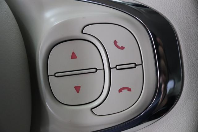 """1.0 GSE N3 500 Lounge BSG Hybrid 6GANG 866 Opera Bordeaux Metallic 374 Stoff/Vinyl Prince of Wales Schwarz-Weiß-Elfenbein/ Ambiente Elfenbein / Farbe Türeinsatz Schwarz / Farben Armaturenbrett Wagenfarbe (incl 05F) """"4MQ Sport Chrome line Lounge (Verchromte Seitenscheibenverkleidungen, verchromtes Auspuffende, verchromte Türgriffverkleidung, verchromte Stoßfängereinsätze, verchromtes Schaltzubehör) 803 Notrad 097 Nebelscheinwerfer 4M5 Seitenschutzleisten in Wagenfarbe inklusive Badges 665 Raucherpaket 06Q COMFORT PAKET (Rückbank mit geteilt umlegbarer Rückenlehne (50:50) + höhenverstellbarer Fahrersitz + Tasche auf der Rückseite des Beifahrersitzes + Fußmatten (2 Stück vorne) 508 Parksensoren hinten 05F Lounge Kit - Chromspange um den Kühlergrill + Stoffsitze """"Prince of Wales"""" mit Einsätzen aus Viny"""""""
