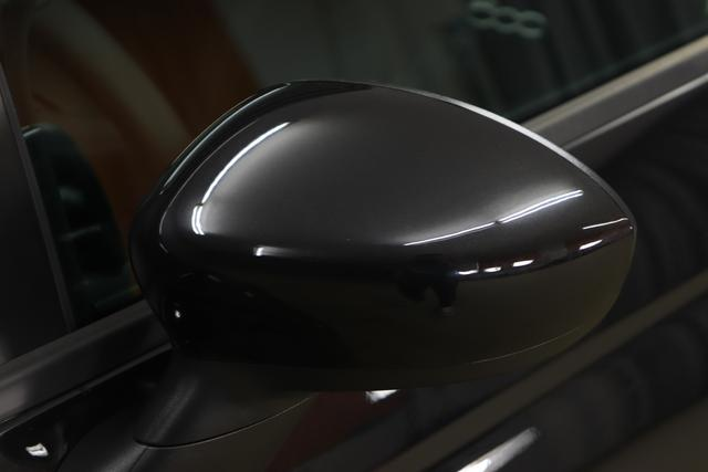 "500 MY21 1.0 GSE Hybrid HEY GOOGLE 51kW (70PS)876 - Vesuvio Schwarz 266 - Stoff ""Dots"" Schwarz, Ambiente Schwarz 041, 06P, 0FE, 396, 415, 4GD, 5CE"