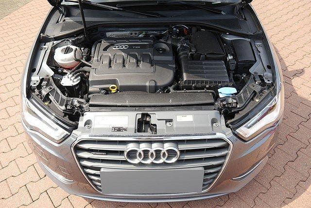 Audi A3 Sportback 2.0 TDI Q S tronic Ambiente Xenon DAB