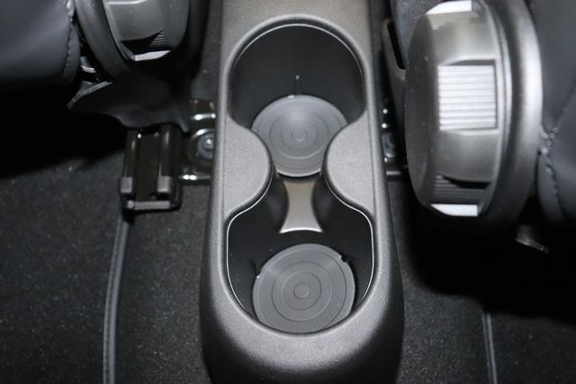 """""""595C Competizione 1.4 T-Jet (180PS) Euro 6AB Final Motordaten 227 - Iridato Weiß 499 - Integral-Sportsitze Leder Rot/Schwarz (Teilflächen in Lederoptik), Verdeck Schwarz """"06P CITY PAKET 230 Bi-Xenon Scheinwerfer 505 Kopfairbags vorne 5YN 17"""""""" Leichtmetallfelgen Design """"Formula"""" 14-Speichen Finish Titan 61P 227 - Iridato Weiß 626 Verstellbarer Sitz 727 Leder 83Y Brembo®"""" Schwarz lackiert 9SV Gutschrift Bmc Sportluftfilter Und Tankdeckel Aus Aluminium""""mit WLTP eingetragen Final"""""""
