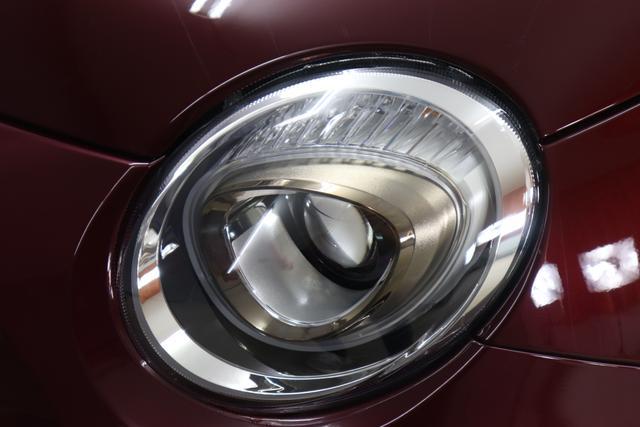 """500C DOLCEVITA 51kW (69PS) Modell 2021 -- Serie 9866 - Opera Bordeaux 838 - Stoff """"Star"""" mit Einsätzen aus Vinyl Schwarz/Weiß, Ambiente Elfenbein, Verdeck Elfenbein 1KZ, 1LR, 4LA, 5DR, 626, 8F6"""