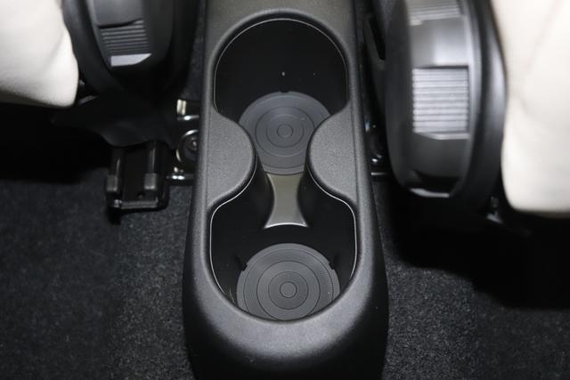 """500C DOLCEVITA 51kW (69PS) Modell 2021 -- Serie 9268 - Gelato Weiß 580 - Leder """"Dolcevita"""" Elfenbein und roten Paspeln, Ambiente Elfenbein, Verdeck Blau/Weiß """"041 Außenspiegel, Elektrisch Verstell- Und Beheizbar In Wagenfar 140 Klimaautomatik 1M1 16""""""""-Leichtmetallfelgen 12 Doppelspeichen 1Q4 4BJ, 4RR, 4ZX DOLCEVITA+ PAKET 20H NAVI PAKET: Uconnect™ Navigationssystem mit Europakarte,7"""""""" Touchscreen, Radio, USB, Bluetooth® und DAB+- Instrumentenanzeige als 7""""""""-TF T-Farbdisplay 230 Bi-Xenon-Scheinwerfer 4LA TECH+ PAKET: Parksensoren hinten- Licht- und Regensensor- Nebelscheinwerfer 4YG Hifi-System BEATS AUDIO 5CA 268 - Gelato Weiß 626 Höhenverstellbarer Fahrersitz 8F6 Reifenreparaturkit """"""""kit Fix&go"""""""""""""""