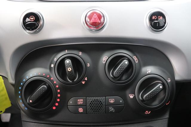"""500C MY21 1.0 GSE Hybrid HEY GOOGLE 51kW (70PS)268 - Gelato Weiß 471 - Stoff """"Dots"""" Schwarz, Ambiente Schwarz, Verdeck Schwarz """"041 Außenspiegel, Elektrisch Verstell- Und Beheizbar In Wagenfar 06P Tech Paket; Parksensoren hinten, Licht und Regensensor 0FE 396 Fußmatten vorne 415, 4GD Reifenreparaturkit """"""""kit Fix&go"""""""" """""""