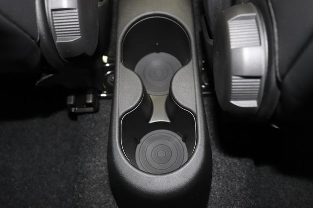 """1.0 GSE N3 500 Star BSG Hybrid 6GANG """" 866 Opera Bordeaux """" """"138 Stoff """"Star"""" mit Einsätzen aus Vinyl Schwarz mit Einsatz Weiß Ambiente schwarz Farbe Türeinsatz schwarz Farbe Armaturenbrett Perla Sandweiß"""" """"140 Klimaautomatik 7QC Uconnect™ NAV Navigationssystem mit Europarkarte und digitalem Audioempfang DAB 347 Licht und Regensensor 396 Fußmatten Velour vorne sind drin ! 4VU Lederschaltknauf 070 Fensterscheiben hinten, getönt 1LR 16 Zoll mit 12 Doppelspeichen 4GF 7 Zoll TFT Display 097 Nebelscheinwerfer 508 PDC hinten """""""
