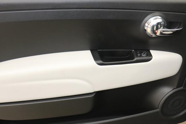 """1.0 GSE N3 500 Star BSG Hybrid 6GANG Re 12.5. 735 Tech House Grey """"042 Stoff """"Star"""" mit Einsätzen aus Vinyl Schwarz mit Einsatz Weiß Ambiente schwarz Farbe Türeinsatz schwarz Farbe Armaturenbrett Bordeaux Matt"""" """"140 Klimaautomatik 7QC Uconnect™ NAV Navigationssystem mit Europarkarte und digitalem Audioempfang DAB 347 Licht und Regensensor 396 Fußmatten Velour vorne sind drin ! 4VU Lederschaltknauf 070 Fensterscheiben hinten, getönt 1LR 16 Zoll mit 12 Doppelspeichen 4GF 7 Zoll TFT Display 097 Nebelscheinwerfer 508 PDC hinten """""""