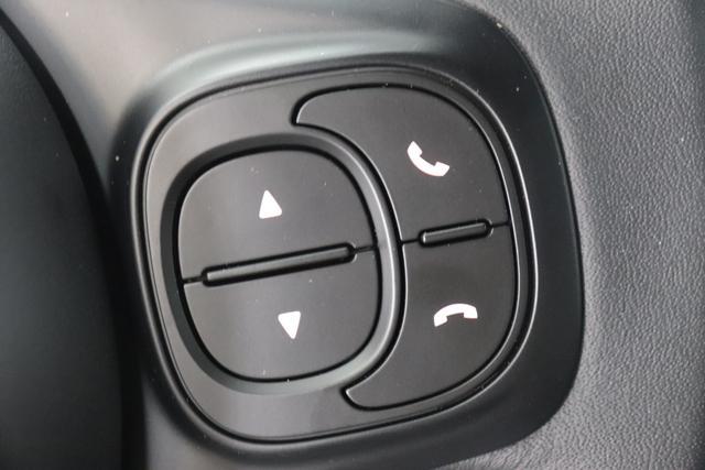 """500C MY21 1.0 GSE Hybrid HEY GOOGLE 51kW (70PS)696 - Gelato Weiß / Vesuvio Schwarz 471 - Stoff """"Dots"""" Schwarz, Ambiente Schwarz, Verdeck Schwarz """"041 Außenspiegel, Elektrisch Verstell- Und Beheizbar In Wagenfarbe 06P Tech Paket; Parksensoren hinten, Licht und Regensensor 0FE, 0UU Bicolore Lackierung 20H 20H NAVI PAKET: Uconnect™ Navigationssystem mit Europakarte,7"""""""" Touchscreen, Radio, USB, Bluetooth® und DAB+- Instrumentenanzeige als 7""""""""-TF T-Farbdisplay 396 Fußmatten vorne 4GD Reifenreparaturkit """"""""kit Fix&go"""""""
