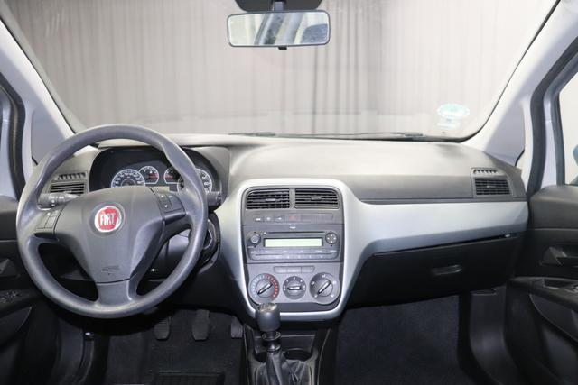Fiat Punto Benzin 1.2 48kW Silber Stoff