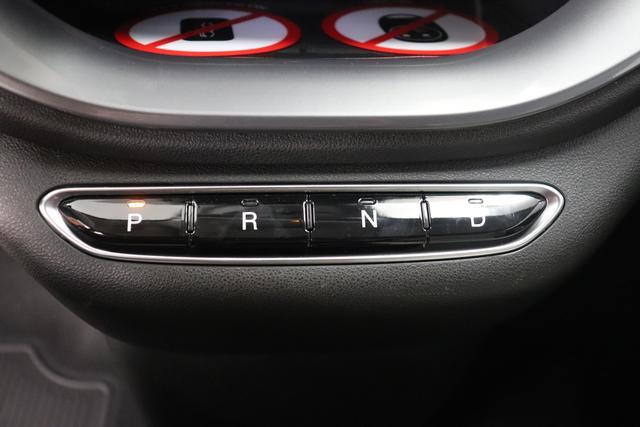 """Neuer 500 Cabrio """"la Prima""""230 - Ozean Grün 205 - Sitze aus Kunstleder mit Fiat Monogramm und Verdeck mit Fiat-Monogramm """"070 Getönte Heck- und Seitenscheiben hinten 3NS easyWallbox 3NT, 3UPSchlüssel in Steinoptik 3UQ, 6R7 Winter Paket:, Beheizbare Vordersitze (452)- Auflagefläche der Frontscheibenwischer beheizbar (253) 9YZ Stauassistent"""""""