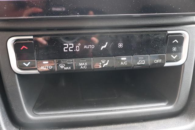"""Ducato Serie 8 35 L2H2 Kawa verblecht 140 MJT Euro-6D-Final MT Ducato Weiß (549) 76 Standartsitz Schwarz mit Ducato Logo """"OPT. AUSSTATTUNG GRG Digitaler Rückspiegel JKU 230V Ladebuchse LM1 LED Tagfahrlicht LPZ LED Nebelscheinwerfer mit Kurvenlicht MFF Kühlergrill mit Logo Schwarz RDG Uconnect Box RFX Induk. Laden Smartphone RS3 USB Aufladeschnittstelle XAN Totwinkel-Assistent 0XW Armaturentafel Techno 01P Akustisches Warnsignal für Fußgänger (Rückfahrwarner) 041 Elektr. verstell-und beheizbare Außenspiegel 08P 316341508??? 149 Trennwand ohne Fenster 2PP Safety Paket: 2PZ Radio 10"""""""" Navi+Touch+DAB 2QF Digitale Instrumentenanzeige 2Y8 132140293320365???? 50E Sitzsockelverkleidung 502 Beifahrerairbag 619 Heckflügeltür mit 260° Öffnung 7TC Haltegriff Beifahrerseite 878 Radkappen """""""