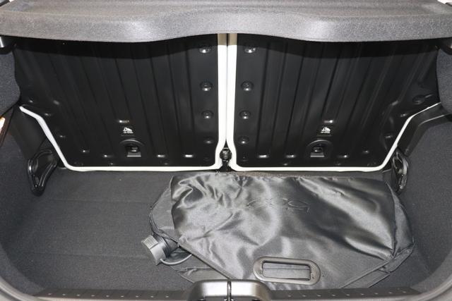 """Neuer 500 """"la Prima""""278 - Himmel Blau 845 - Sitze aus Kunstleder mit Fiat Monogramm """"070 Getönte Heck- und Seitenscheiben hinten 3UP, 3UQ, 5Ch Himmel Blau 6R7 Winter Paket:, Beheizbare Vordersitze (452)- Auflagefläche der Frontscheibenwischer beheizbar (253) 9YZ Stauassistent """""""