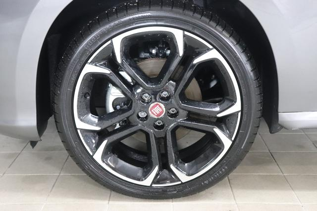 """Fiat Tipo 5-Türer 1.4 T-Jet S-Design 88kW 120PS833-Colosseo Grau/Dach schwarz 879-Stoff/Ledernachbildung Schwarz """"20E Bi-Xenon-Scheinwerfer 452 Sitzheizung vorne"""""""