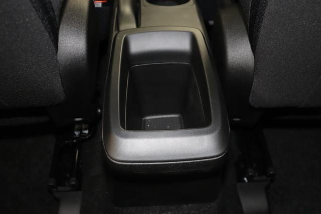"""Tipo 1.0 4 Türer City Life 74kW 722 Sabbia Perla Stoff Dunkle Farbe mit Einsätzen in Schwarz und Doppelnaht """"Aufpreispflichtige Optionen: 0V7 Komfort Paket: Lordosenstütze für den Fahrersitz, Mittelarmlehne hinten, Fußmatten vorne Metallic Lackierung 980 Reserverad (Reifenreparaturkit entfällt) 041 Außenspiegel elektr. verstell-und beheizbar 508 PDC hinten Klimaanlage manuell 7Q9 Uconnect Radio mit 7""""""""-HD Touchscreen, USB, Bluetooth und digitalem Audioempfang DAB+ 8EW Uconnect LINK (Smartphone Mirroring via Apple CarPlay und Android Auto) 2XR 16""""""""-Design-Stahlfelgen """""""