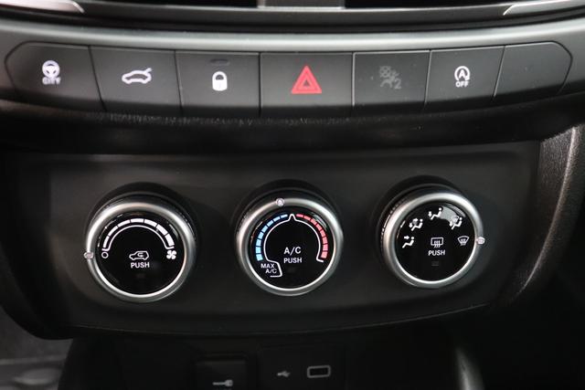 """Tipo 1.0 4 Türer City Life 74kW 695 Colosseo Grau Stoff Dunkle Farbe mit Einsätzen in Schwarz und Doppelnaht """"Aufpreispflichtige Optionen: 0V7 Komfort Paket: Lordosenstütze für den Fahrersitz, Mittelarmlehne hinten, Fußmatten vorne Metallic Lackierung 980 Reserverad (Reifenreparaturkit entfällt) 041 Außenspiegel elektr. verstell-und beheizbar 508 PDC hinten Klimaanlage manuell 7Q9 Uconnect Radio mit 7""""""""-HD Touchscreen, USB, Bluetooth und digitalem Audioempfang DAB+ 8EW Uconnect LINK (Smartphone Mirroring via Apple CarPlay und Android Auto) 2XR 16""""""""-Design-Stahlfelgen """""""