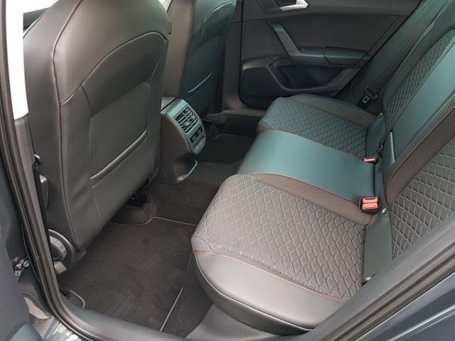 Seat / Leon / Grau / FR /  / 2021