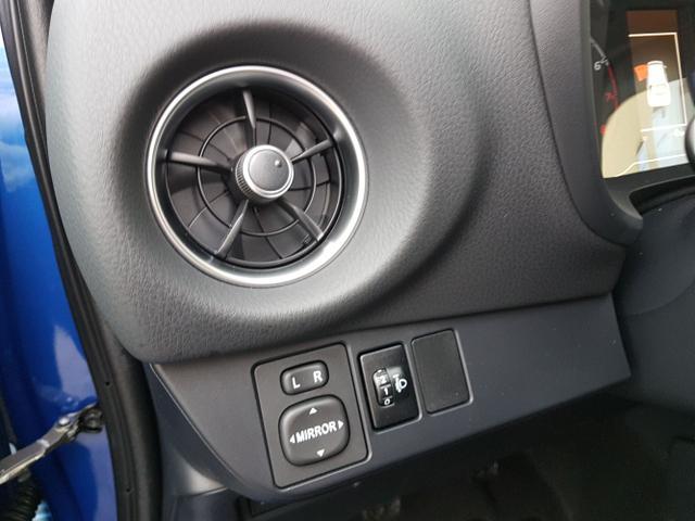 Toyota / Yaris / Blau / Premium Comfort /  /