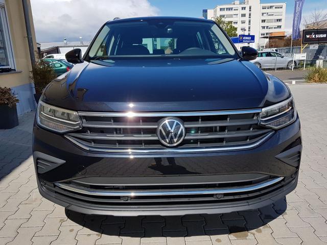 Volkswagen / Tiguan / Schwarz / Life  /  /