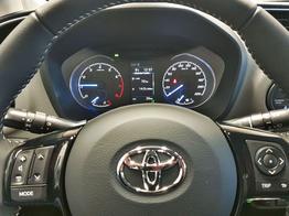 Toyota / Yaris / Weiß / Comfort  /  / Kamera, Multilenkrad, Spurassist, AppConnect