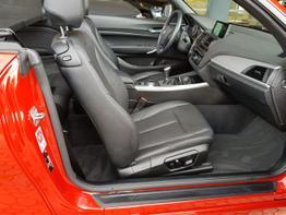 BMW / 2er / Rot / 220i Cabrio  /  / Bi Xenon,SHZ,PDC LEDER