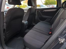 Volkswagen / Passat Variant / Grau /  /  /
