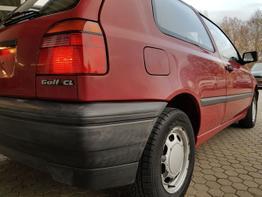 Volkswagen / Golf /  / SE / Black  / Klimaautomatik