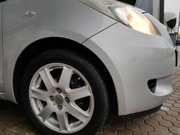 Toyota / Yaris / Silber / Sol /  / Klima, ALU, ZV
