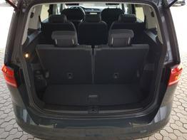 Volkswagen / Touran / Grau / Highline  /  / DSG, 7 SITZER  ,NAVI, AHK, KLIMAAUTOMATIK  3 ZONEN